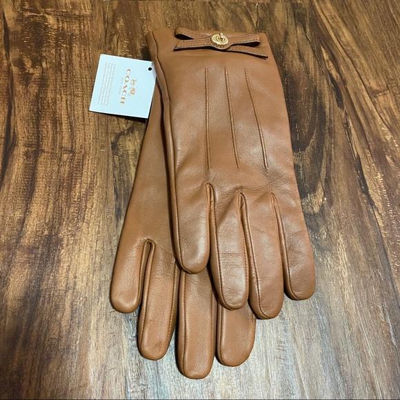 Coach Saddle Turn-lock Bow Leather Gloves